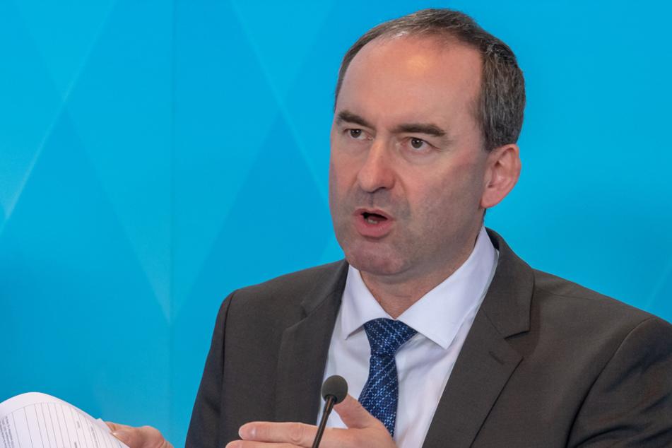 """Mitte April will er die """"Kurve gekratzt haben"""":Wirtschaftsminister Hubert Aiwanger. (Archiv)"""