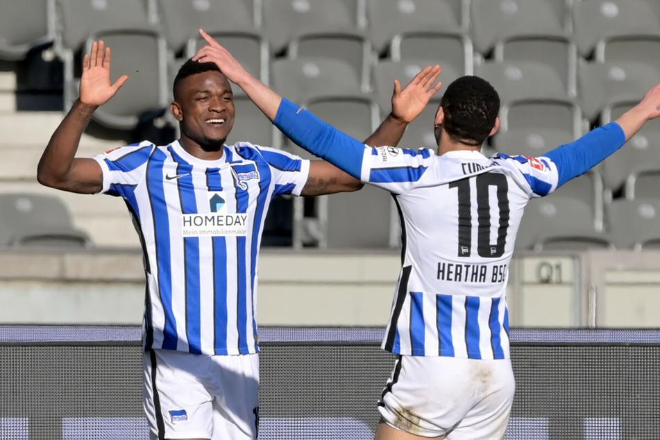 Der zweite Versuch sitzt! Die beiden Torschützen Jhon Cordoba (l.) und Matheus Cunha bejubeln das 3:0.