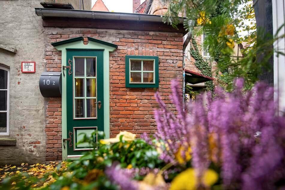 Die Außenansicht vom kleinsten Haus Bremens.