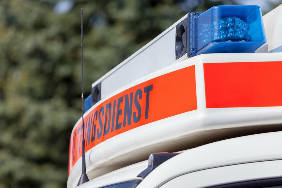 In Köln-Eil ist eine Motorradfahrerin (70) am Dienstag bei einem Unfall schwer verletzt worden. Rettungskräfte brachten sie in eine Klinik. (Symbolbild)