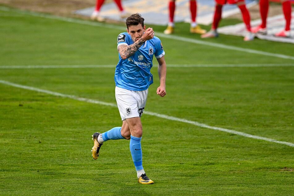 Phillipp Steinhart hat allen Grund zum Jubeln: Der Löwen-Akteur traf für den TSV 1860 München gegen den 1. FC Kaiserslautern doppelt.
