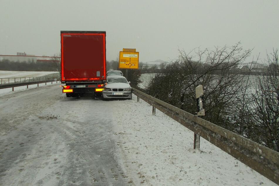 Ein Lkw-Fahrer (49) in Neuss hat am Montagmorgen mit seiner blitzschnellen Reaktion eine Autofahrerin (57) womöglich vor Schlimmerem bewahrt.