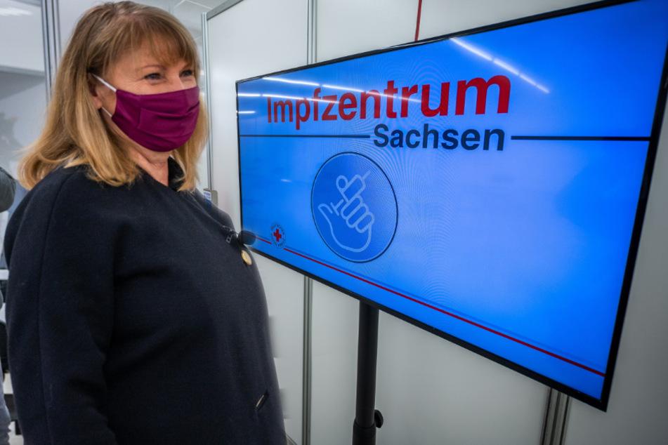 """Chemnitz: Gesundheitsministerin im Chemnitzer Impfzentrum: """"Erst mobile Teams"""""""