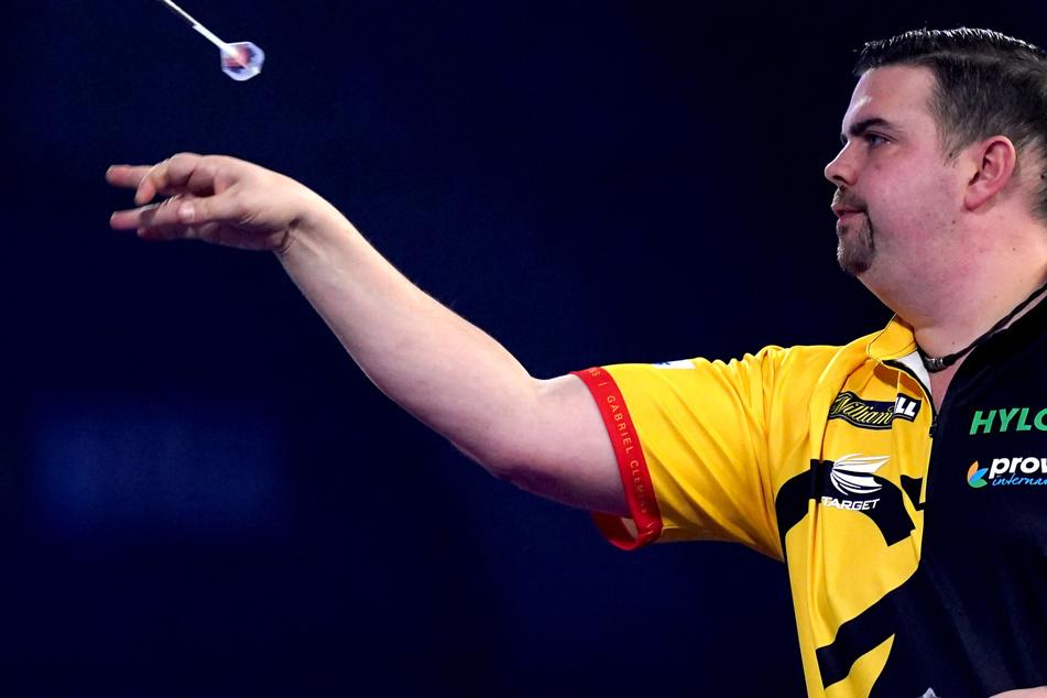 Überraschung bei Darts-WM: Deutscher Clemens besiegt Weltmeister Wright