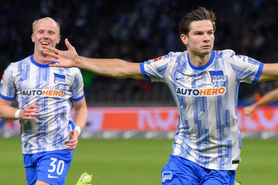 Herthas Joker wurden wie schon in Bochum zum Matchwinner. Jurgen Ekkelenkamp (r.) jubelt mit Dennis Jastrzembski über sein Treffer zum 1:1.
