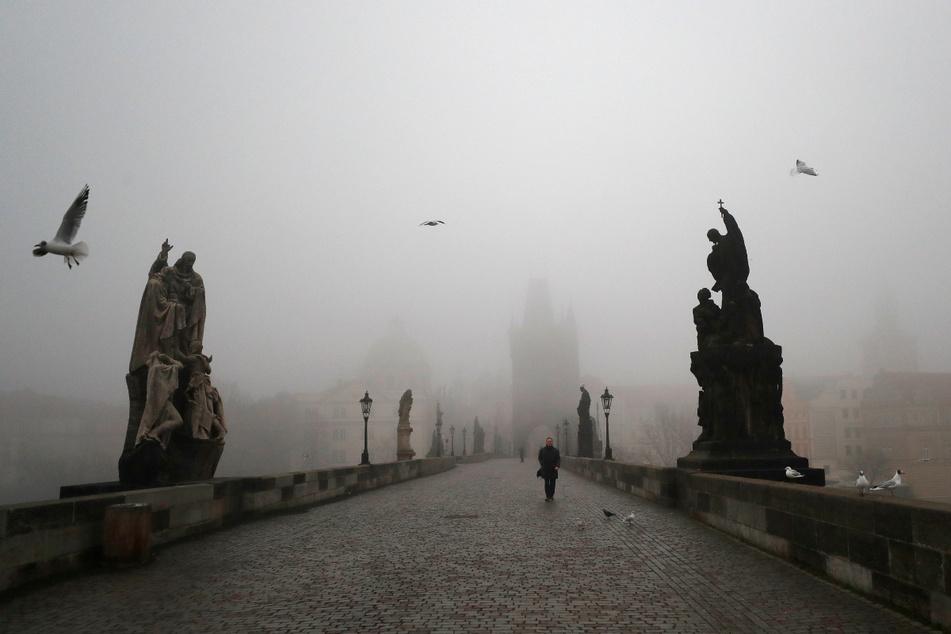 Vor Corona tummelten sich tausende Touristen auf der mittelalterlichen Karlsbrücke.