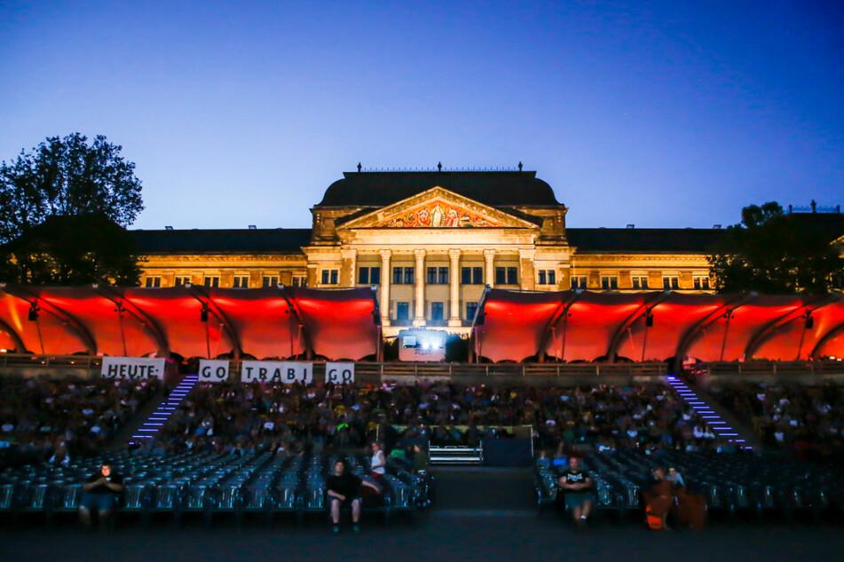 """Die Eröffnung der Dresdner Filmnächte im Jahr 2019: Damals lief """"Go Trabi Go"""" auf der Leinwand."""