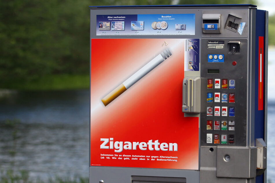Neue Masche? Diebe mit Kombiwagen klauen mehrere Zigarettenautomaten