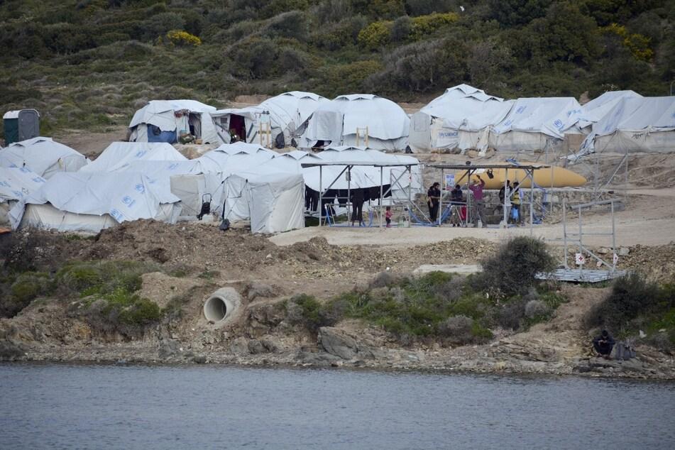Geflüchtete Menschen im Flüchtlingslager Kara Tepe in der Nähe von Mytilini auf Lesbos.