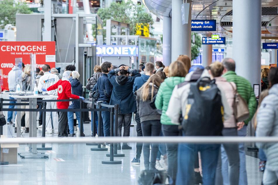 Aufgrund des Warnstreiks des Flughafendienstleisters AHS bildeten sich an den Check-In-Schaltern lange Schlagen. Zu nennenswerten Verspätungen kam es nicht. (Symbolfoto)