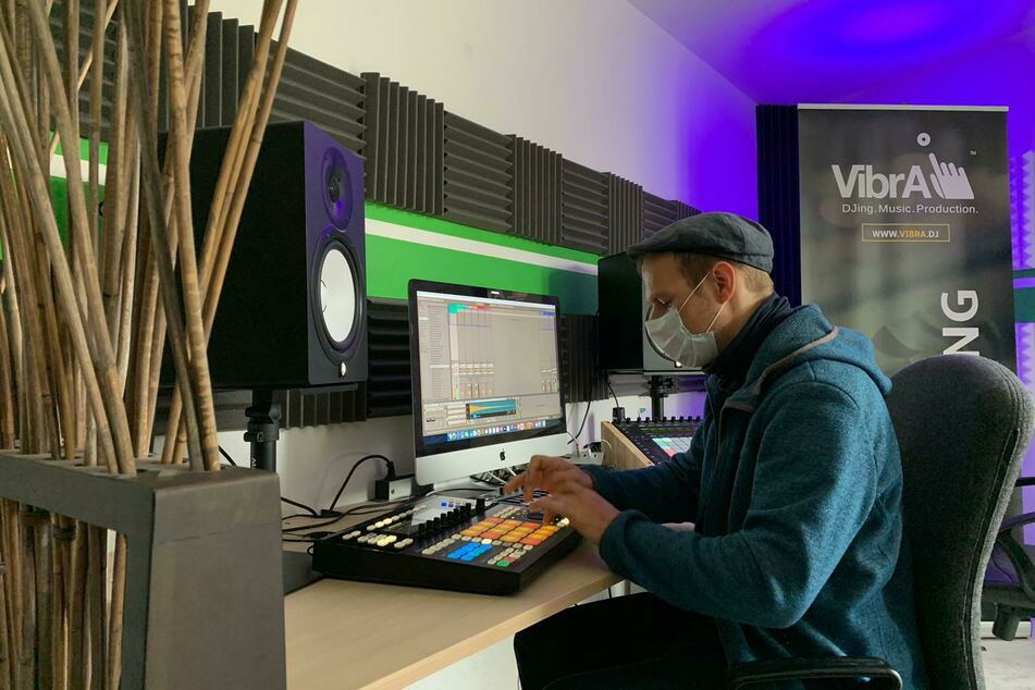 Lukas aka Synthikat liefert uns einen Einblick in die Arbeit als Produzent.