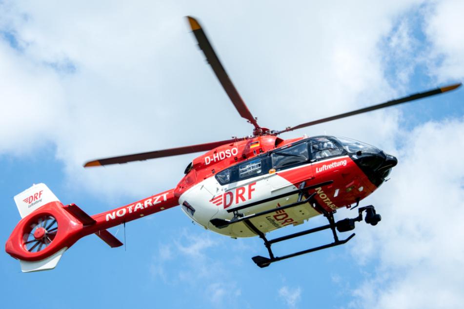 Der Mann wurde von einem Rettungshubschrauber in eine Klinik geflogen. (Symbolbild)