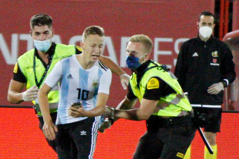 Für ein Foto mit Messi: Flitzer beim Geisterspiel auf Mallorca