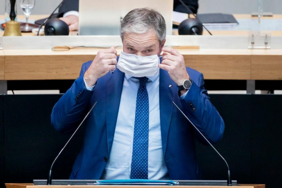 CDU-Fraktionschef Burkard Dregger (56) hat vorgeschlagen, Berlin solle sich für die Entwicklung eines Medikaments für Corona-Patienten einsetzen.