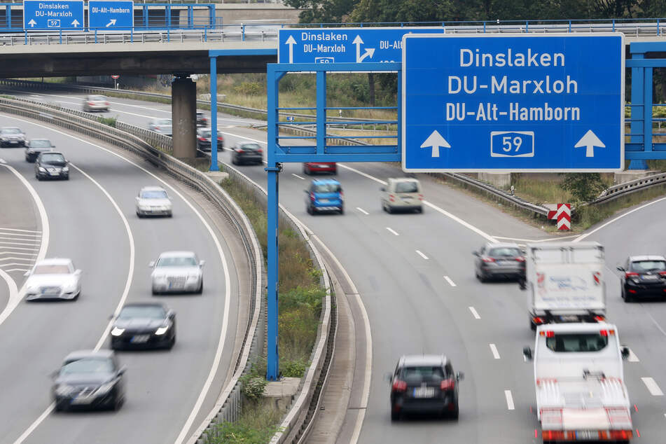 Unfall A59 Nachrichten von Dinslaken bis Bonn (Foto: Roland Weihrauch/dpa).