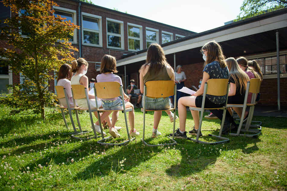 Distanzunterricht ist für NRW-Ministerpräsident Armin Laschet (60, CDU) vorerst keine Option mehr. Die Schulen sollen auch nach den Ferien offen bleiben. (Symbolfoto)