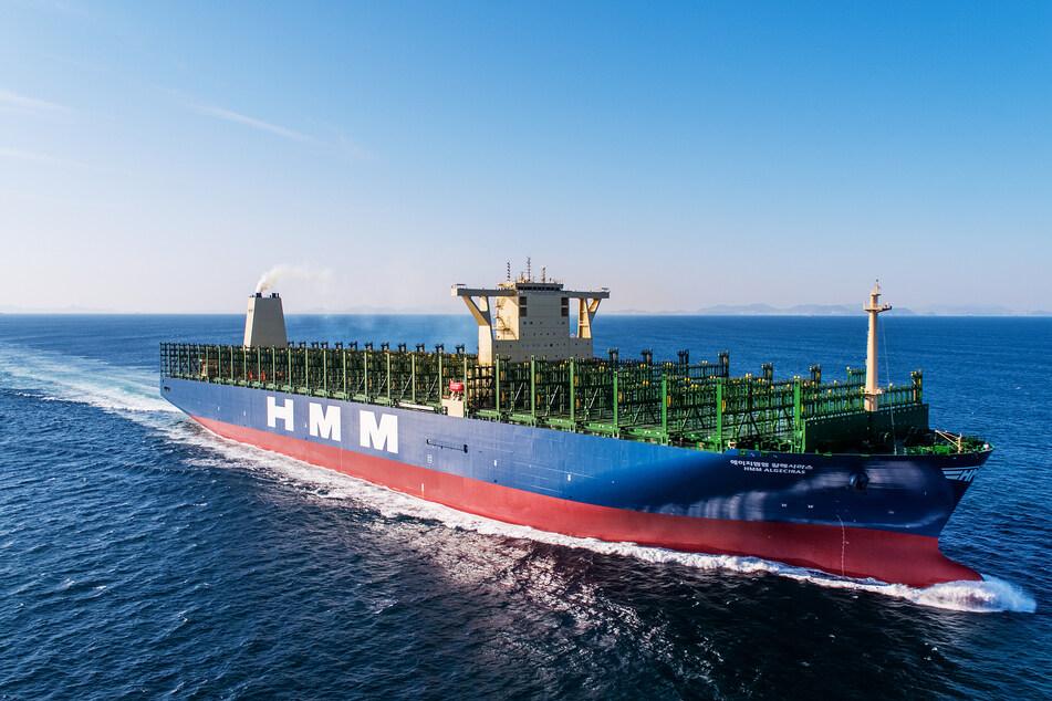 Größtes Containerschiff der Welt läuft in deutschem Hafen ein