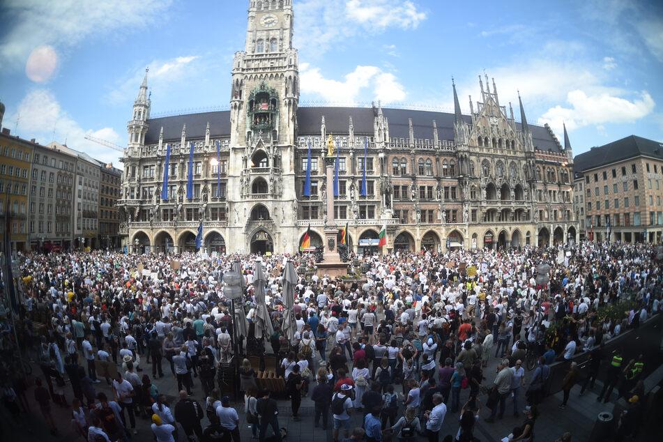 Rund 3000 Menschen waren auf der Demo auf dem Marienplatz.
