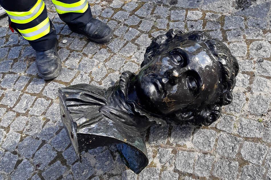 München: Ludwig II. von Sockel gestoßen: Münchner Verein sucht Täter mit Belohnung