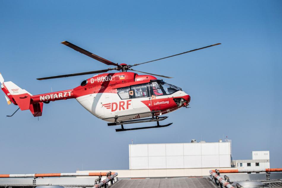 Die Frau musste mit einem Rettungshubschrauber in eine Klinik geflogen werden. (Symbolbild)