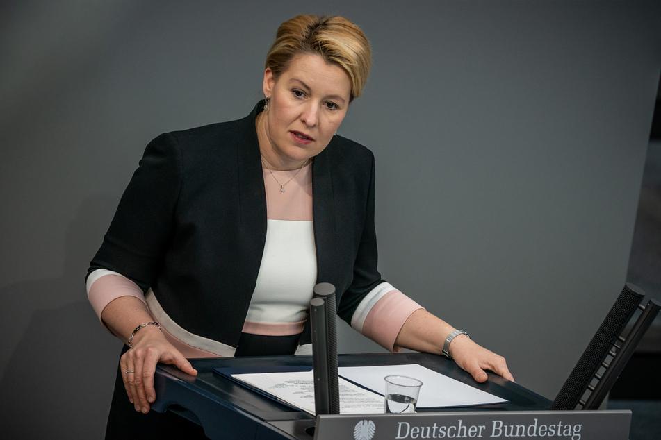 Franziska Giffey (SPD), Bundesministerin für Familie, Senioren, Frauen und Jugend, spricht im Bundestag.