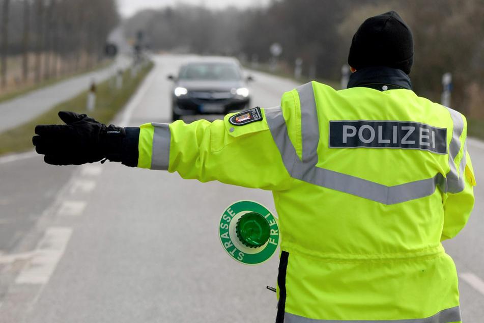Polizei verweist bei Corona-Kontrollen mehr als 80 Autofahrer des Landes