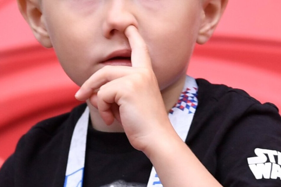 Stop digging for snot! Experts explain dangers of nose picking