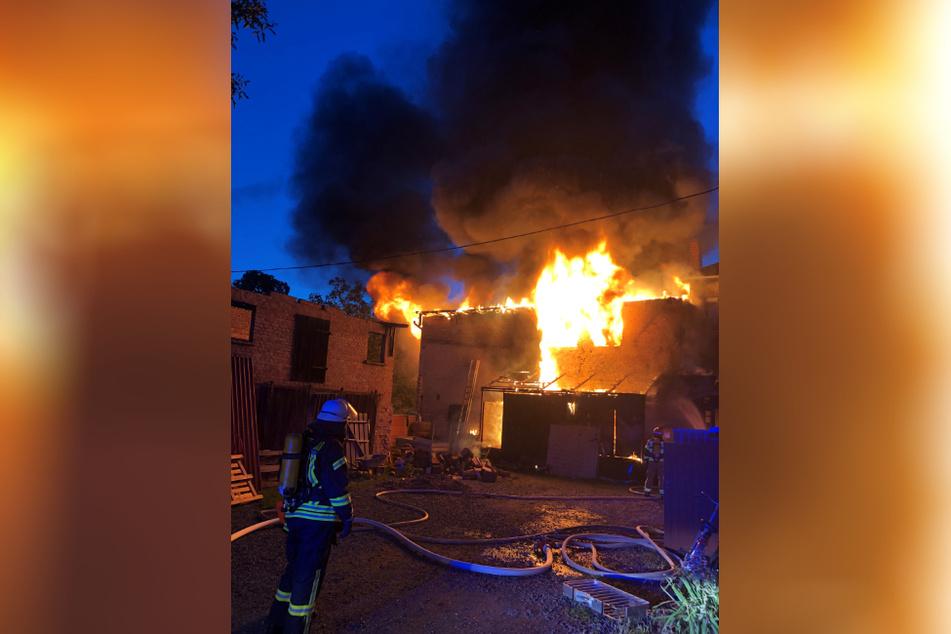 In Ballenstedt brannte am Donnerstag ein Reihenhaus. Die Bewohner konnten sich in Sicherheit bringen.