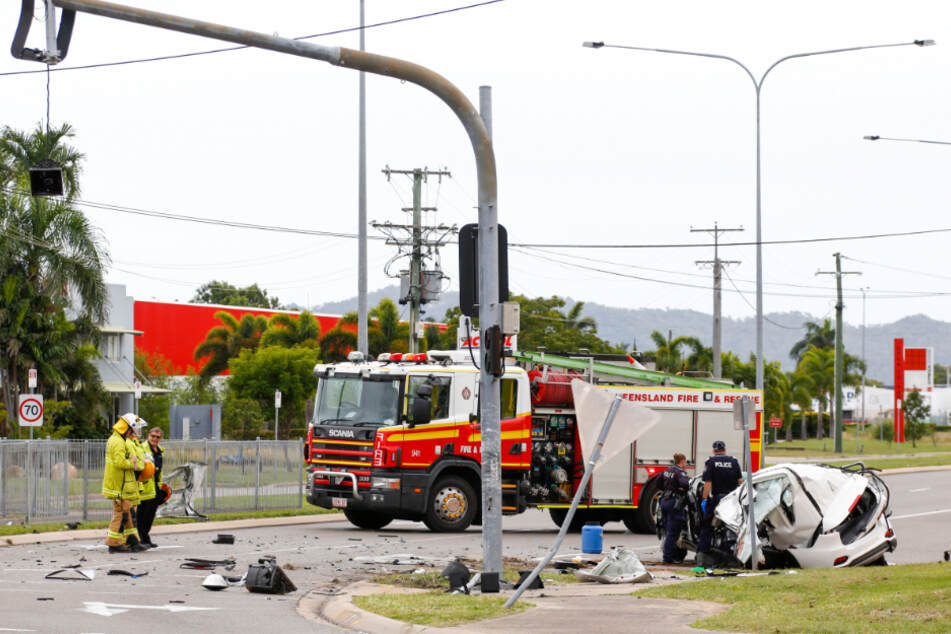 Polizei und Feuerwehr am Ort des tödlichen Unfalls.