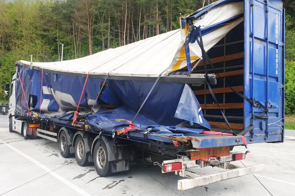 Auf der Autobahn: Polizei stoppt Schrott-Laster