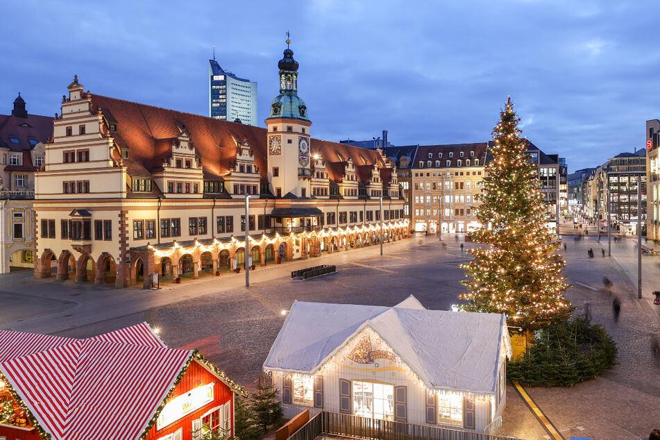 Im vergangenen Jahr gab es zwar trotzdem den traditionellen Weihnachtsbaum und einige wenige Verkaufsstände, doch es waren nur wenige Menschen unterwegs. (Archivbild)