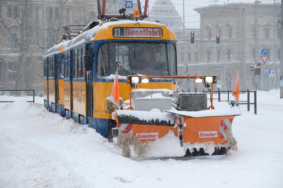 In Leipzig werden die Gleise nun versucht freizuräumen.