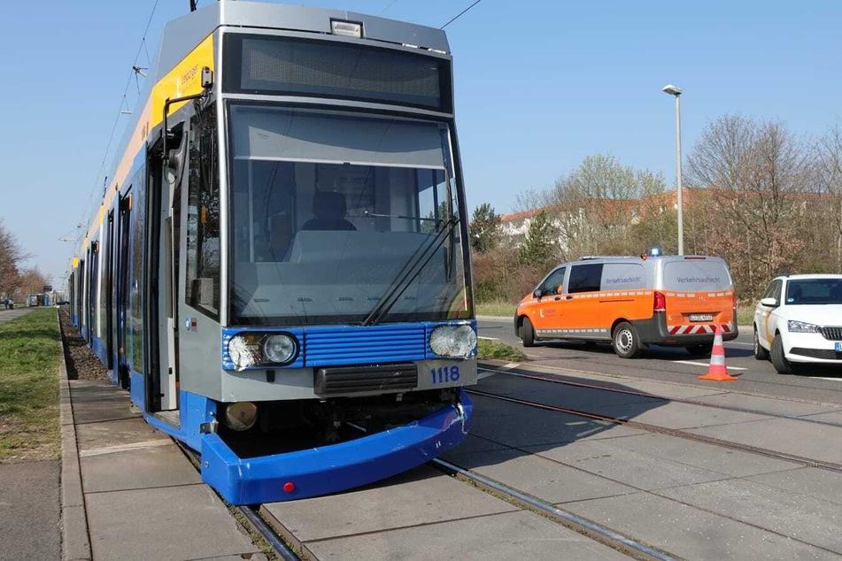 Diese stadteinwärts fahrende Tram der Linie 1 hatte das Auto seitlich getroffen.