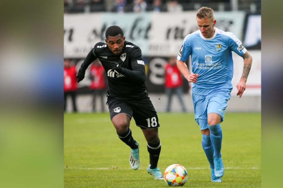 Paul Milde rückt am Samstag für den am Oberschenkel verletzten Sandro Sirigu in die Startelf. Links Franck Evina vom KFC Uerdingen.