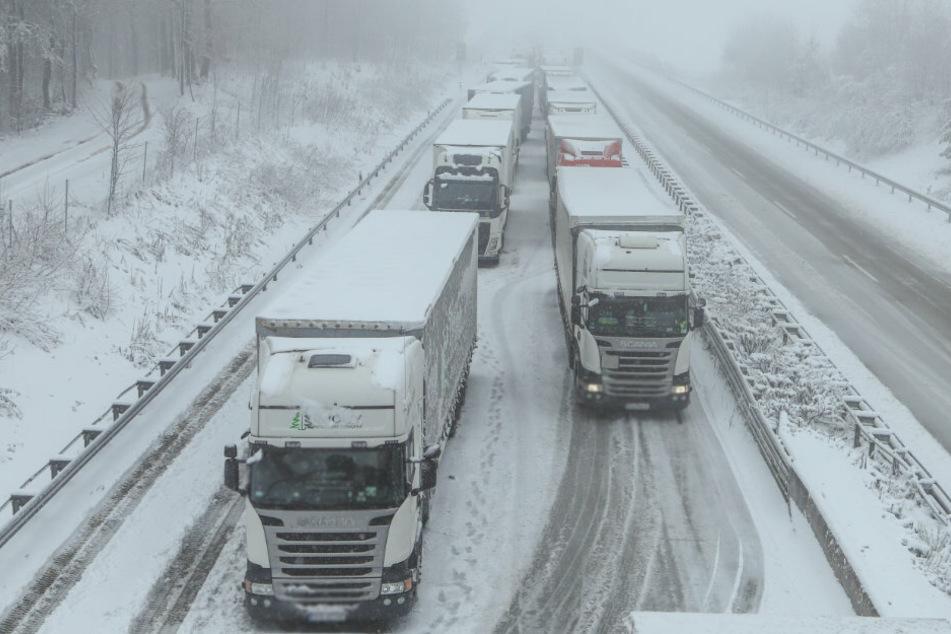 Extremer Schneefall in Sachsen sorgt für Chaos auf den Straßen