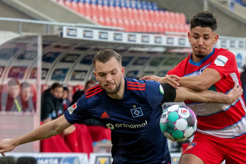 Stürmer Manuel Wintzheimer (22, l.) ist einer der Gewinner der Vorbereitung beim Hamburger SV. Der 22-Jährige dürfte seinen Platz in der Startelf sicher haben. (Archivfoto)