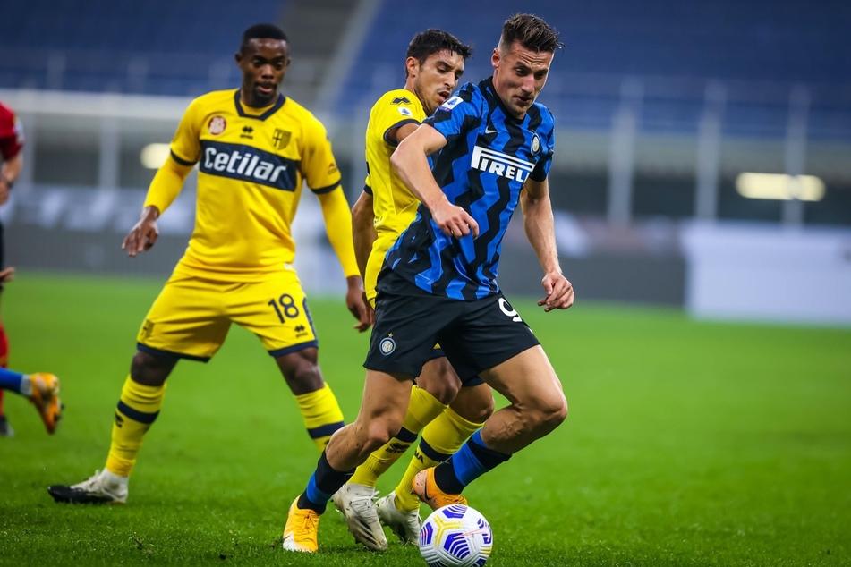 Inter Mailands Andrea Pinamonti (21, r.) im Einsatz gegen Parma Calcio.