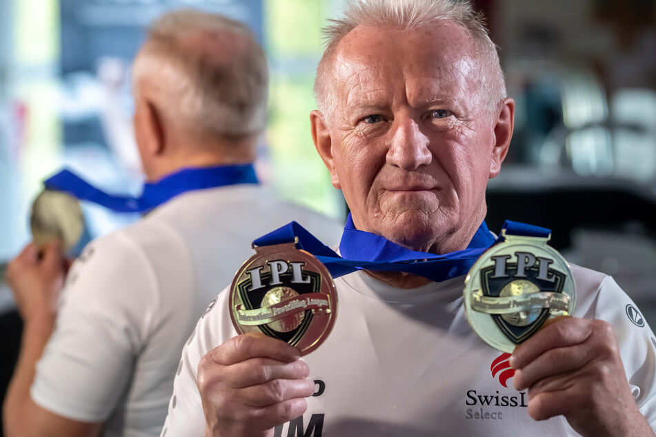"""In seiner Altersklasse ist Hans Malchau (69) mehrfacher Weltmeister der """"International Powerlifting League"""" (IPL)."""