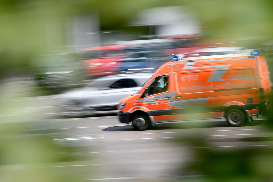 Bei einem schweren Unfall am Mittwochnachmittag wurden drei Personen verletzt, eine davon tödlich. (Symbolbild)