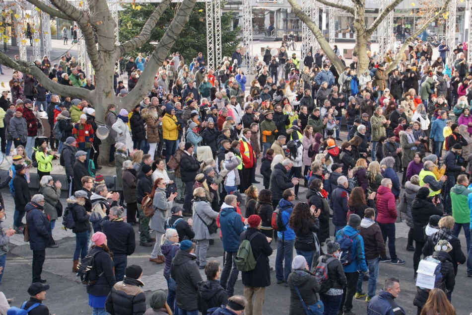 Einige versammelten sich in Pforzheim, um gegen die aktuelle Corona-Politik zu demonstrieren.