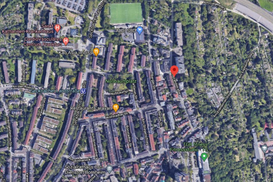 Wie ein Sprecher der Frankfurter Polizei am Sonntag mitteilte, hatte ein Bewohner des Hauses in der Kohlbrandstraße gegen 5 Uhr die Polizei verständigt.