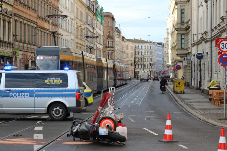 Die Jahnallee musste aufgrund der Unfallaufnahme vorübergehend gesperrt werden.