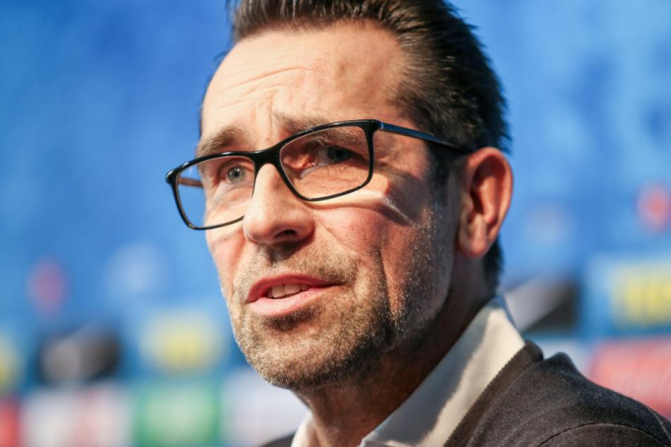 Michael Preetz äußert sich bei einer Pressekonferenz zum Rücktritt von Jürgen Klinsmann.