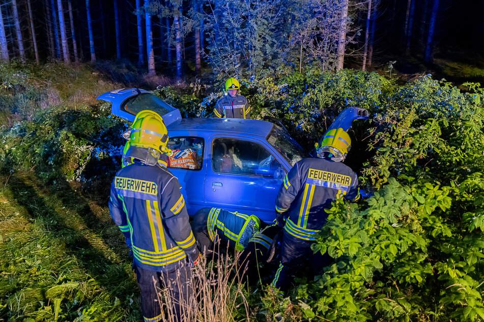 Die Feuerwehr musste die Fahrerin (89) befreien. Sie kam schwer verletzt in ein Krankenhaus.