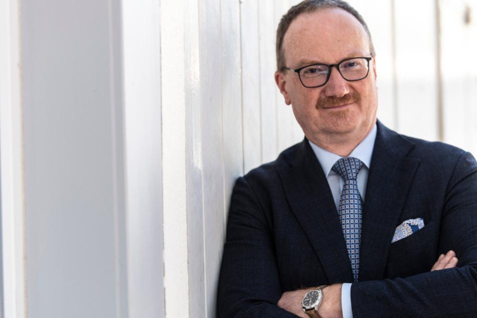 """Lars Feld, Vorsitzender des Sachverständigenrates zur Begutachtung der gesamtwirtschaftlichen Entwicklung """"Wirtschaftsweisen"""" steht vor dem Walter-Euken-Institut."""