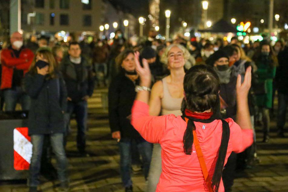Volksfeststimmung bei Anti-Corona-Demo: Polizeieinsatz wegen 850 Demonstranten
