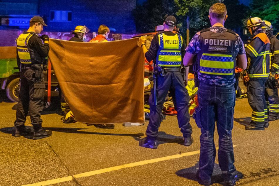 Mercedes kracht in Streifenwagen: Zwei Verletzte