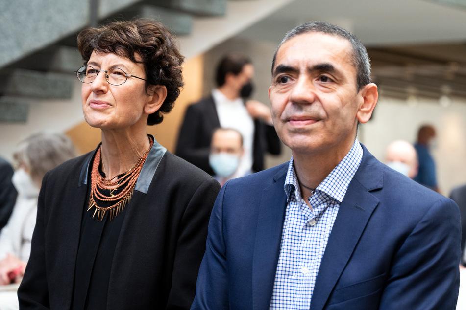 Die Forschungs- und Ehepartner Uğur Şahin (r.) und Özlem Türeci haben gemeinsam BioNTech gegründet.