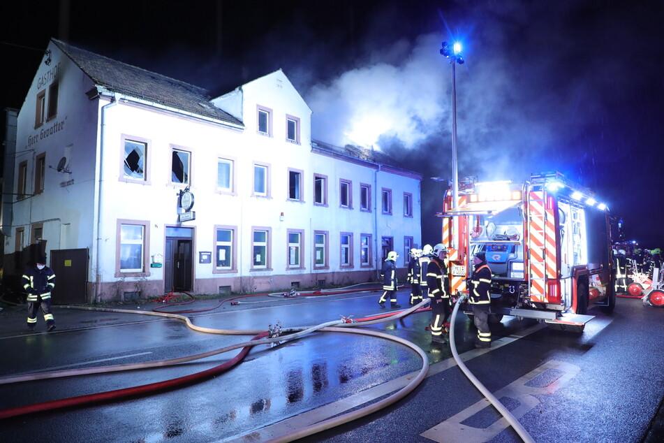 Am 12. Dezember 2020 ging der Dachstuhl des Gasthofs in Wölkisch im Landkreis Meißen in Flammen auf. Es entstand Sachschaden in Höhe von 100.000 Euro.