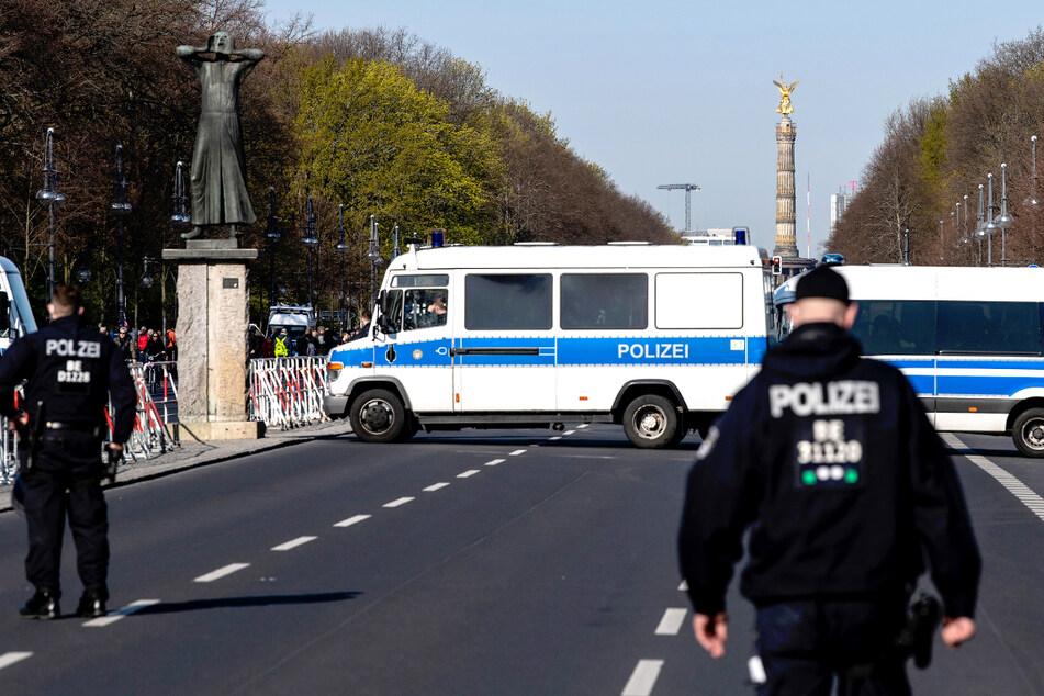 Die Polizei ist mit einem Großaufgebot von rund 2200 Beamten im Einsatz.